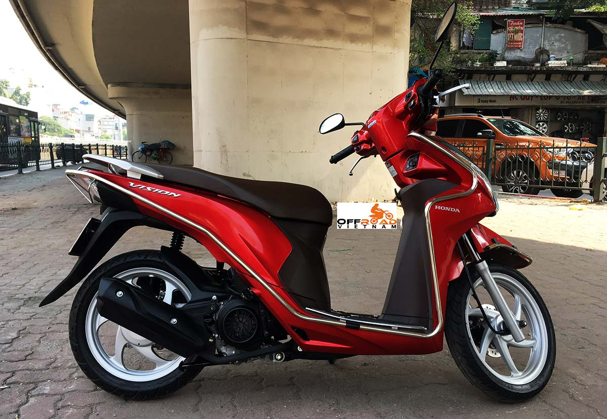 Honda fully automatic scooter Vision 110cc 2015 series hire in Hanoi.